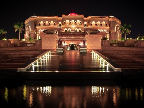 В Индии больных коронавирусом разместят не в больницах, а в дорогих отелях