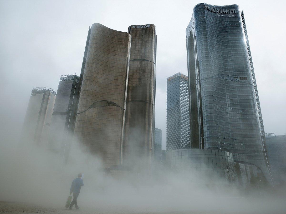 Ещё одна кара небесная: к США движется огромное облако пыли. Оно летит из Сахары