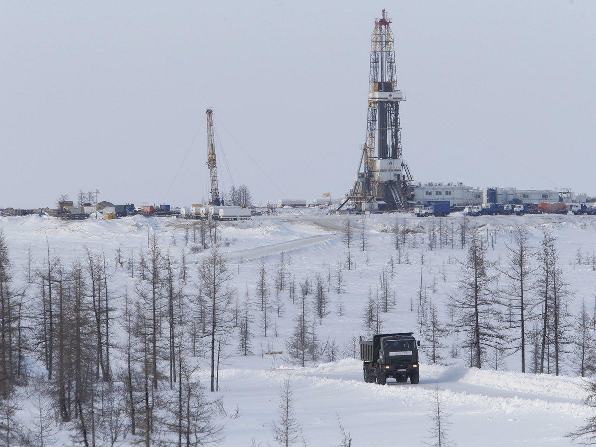 Правительство РФ выплатит нефтяникам 400 млрд рублей, чтобы спасти от ОПЕК
