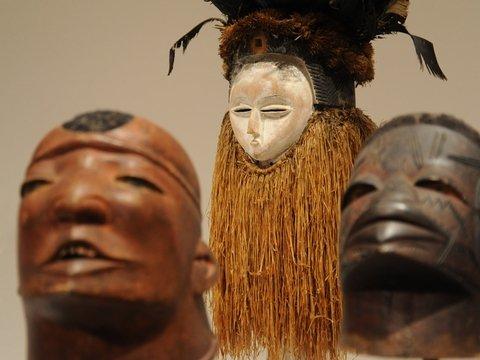 Протесты и петиции не помогли: африканские святыни всё равно продали на аукционе