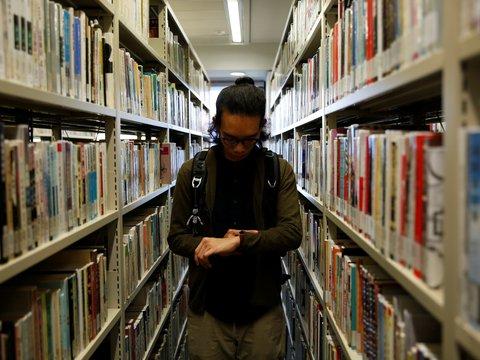 После принятия нового закона в Гонконге стали исчезать книги