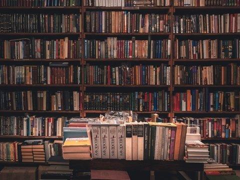 В США книги греют в микроволновках — дезинфицируют от вируса. Библиотеки в ужасе