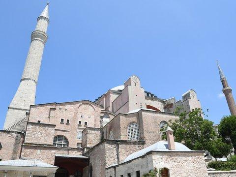 После стольких лет? — Собор Святой Софии в Турции снова стал мечетью