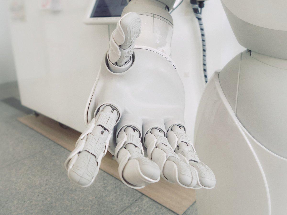 Учёные подарили роботу одно из человеческих чувств — осязание (видео)