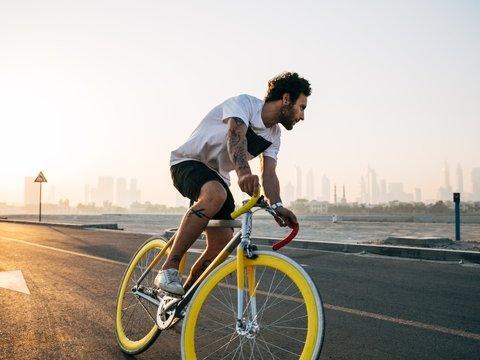 Из-за отмены авиарейсов студент добирался домой 48 дней — ехал на велосипеде