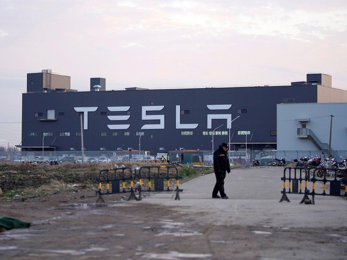 Европейская мечта Илона Маска: завод Tesla оснастят бассейном и рейв-клубом