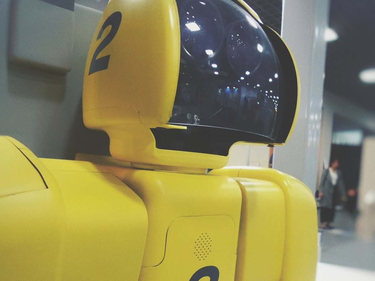 В Японии появился робот-кассир, им управляют операторы. В России роботы круче