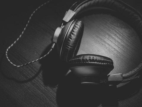 Композитор спрятал в песне послание для гонконгцев с помощью азбуки Морзе