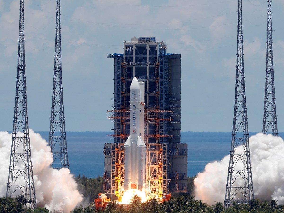 """Китай успешно запустил свой первый марсоход — межпланетную станцию """"Тяньвэнь-1"""""""