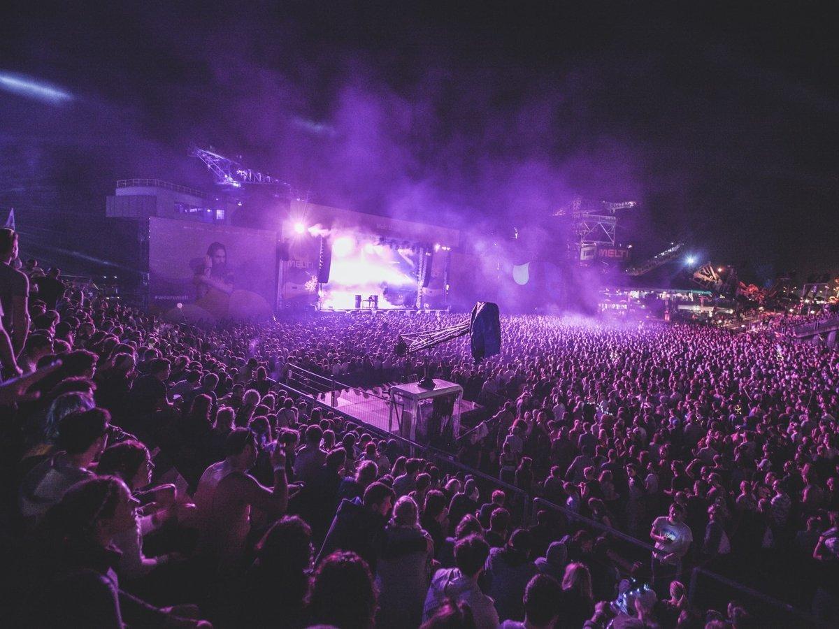 Концерты во время пандемии? Их безопасность протестируют на толпе добровольцев