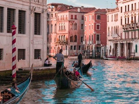 Туристы жиреют. Поэтому теперь мест в венецианских гондолах станет меньше