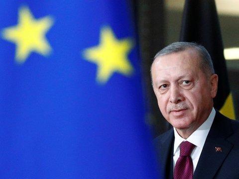 Макрон просит ЕС наказать Турцию. И дело не только в Святой Софии