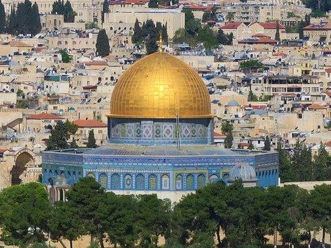 40 лет назад Израиль назвал Иерусалим столицей. Но её не признают. Почему?