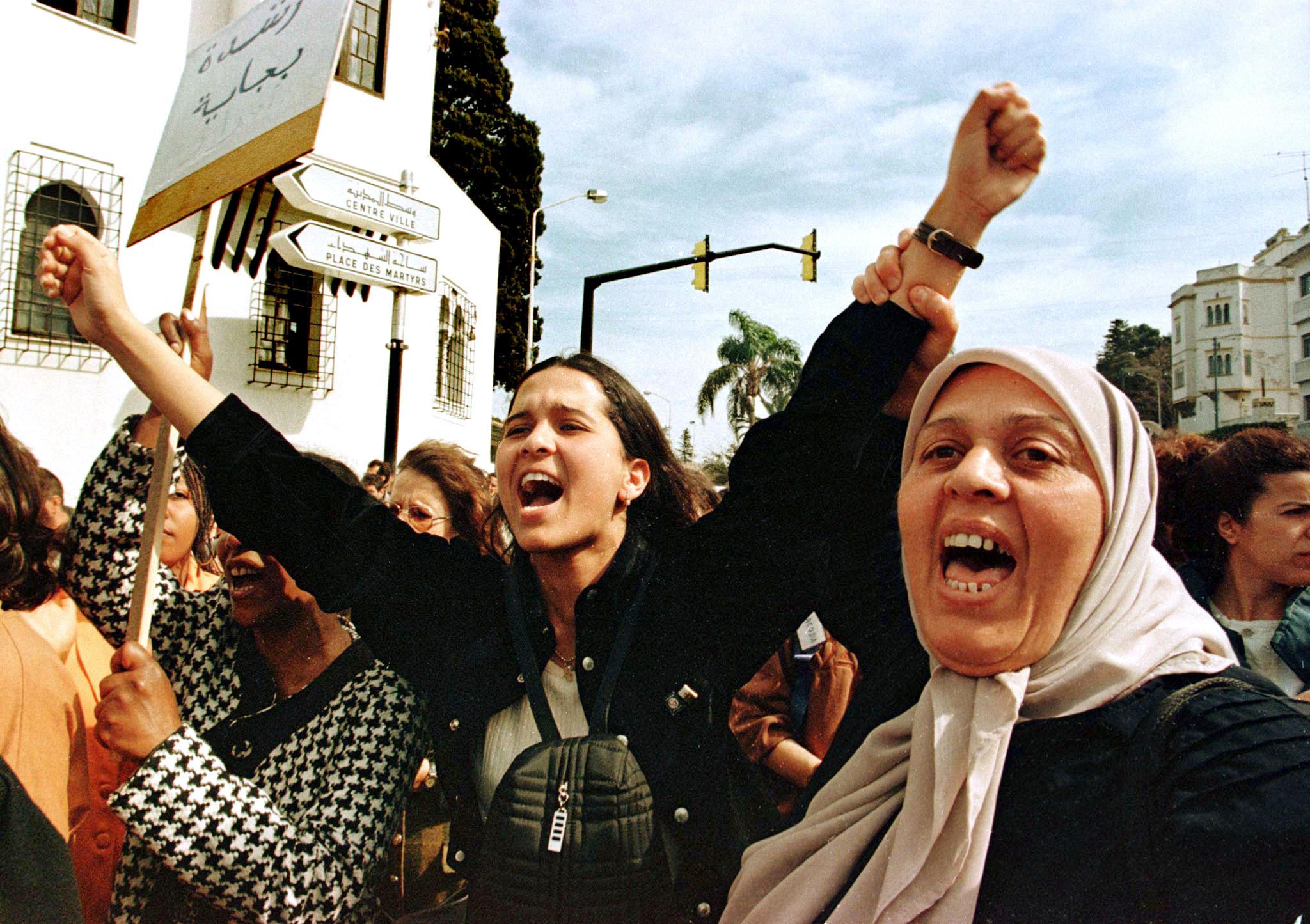 Женщины в Алжире протестуют против Семейного кодекса и многоженства, 1998 год