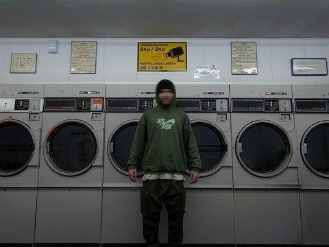 Отмывание денег: кореец кинул купюры в стиралку, чтобы очистить от вируса