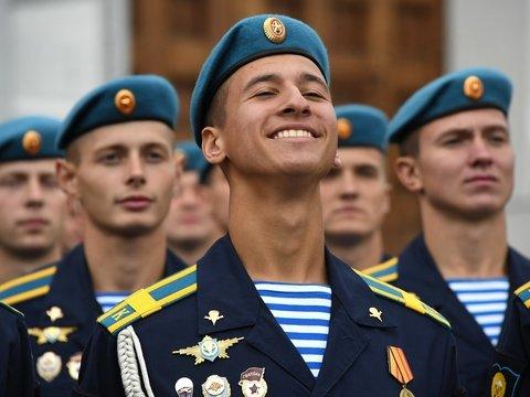 День ВДВ: какие стереотипы существуют и как на самом деле празднуют десантники?