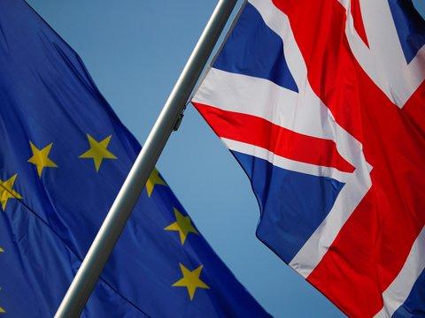 Из-за Брексита британцы уезжают в ЕС и меняют гражданство