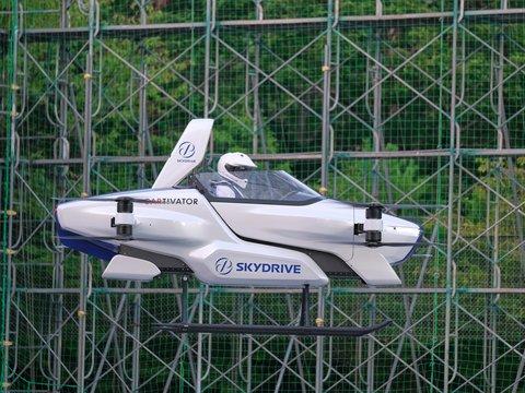 Прощайте, пробки: в Японии успешно протестировали летающий автомобиль (видео)
