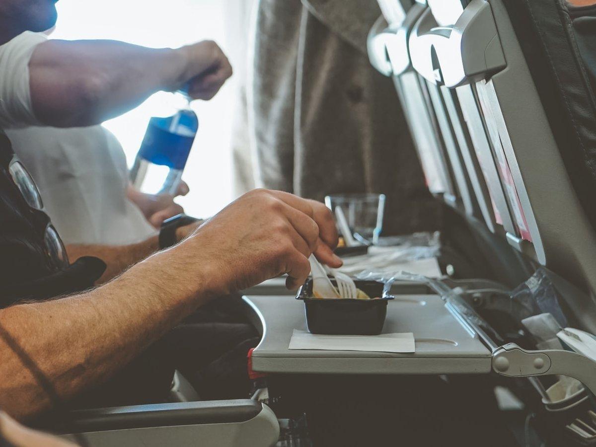 Скучаете без авиаперелётов? Скрасить тоску поможет бортовое питание