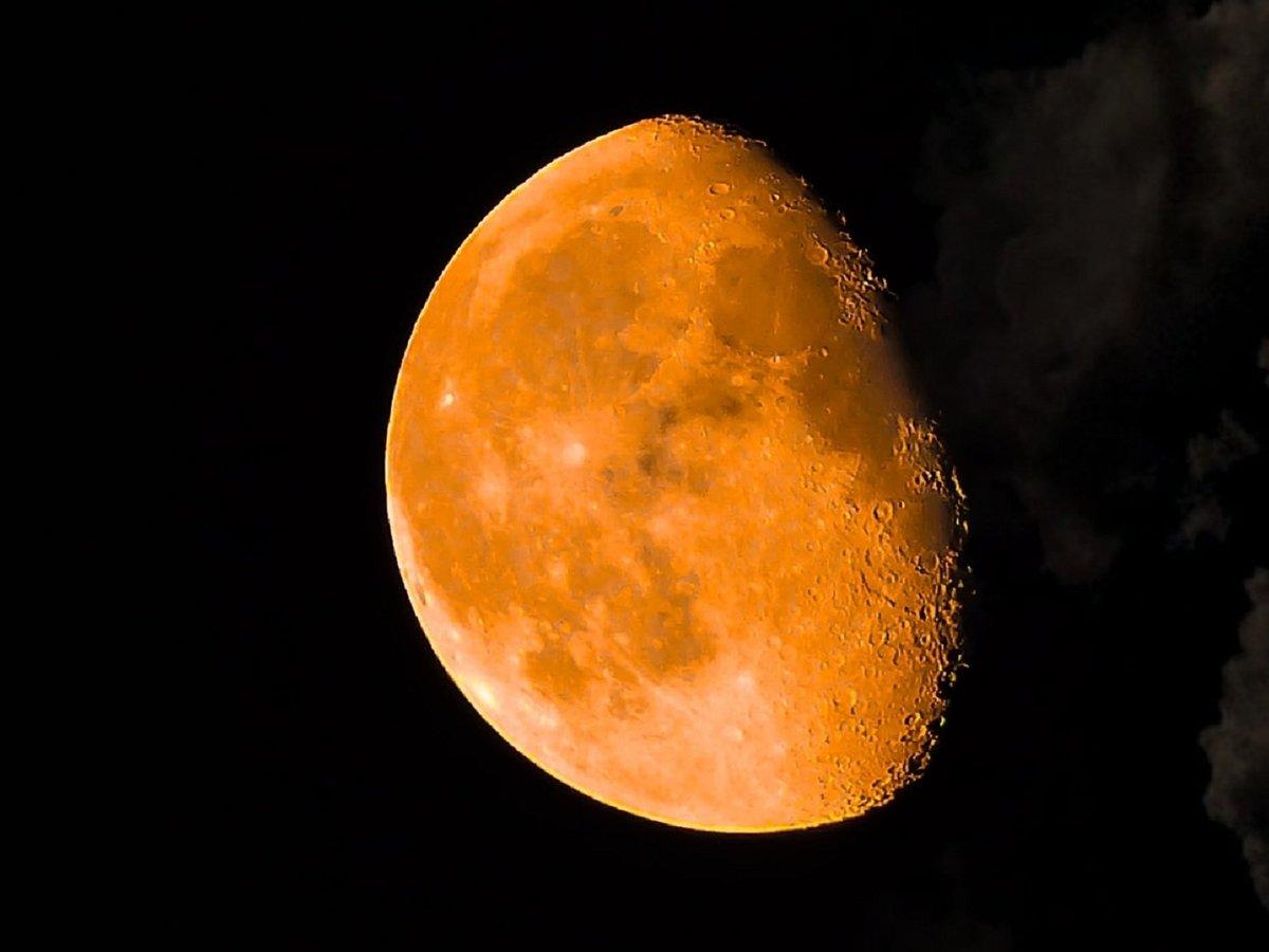 Луна ржавеет, хотя это практически невозможно. НАСА разбирается, в чём дело