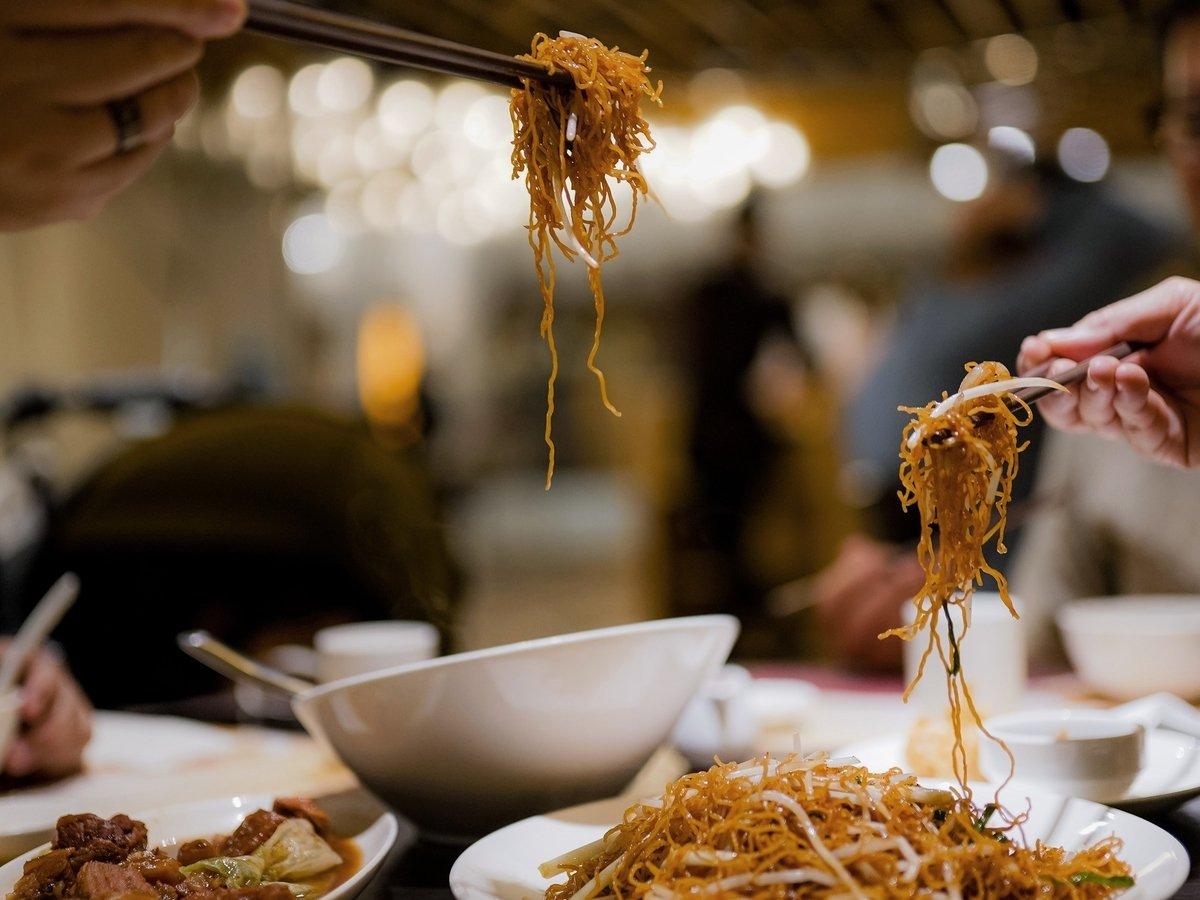 Китайцев научат экономить еду — раньше они выбрасывали её тоннами