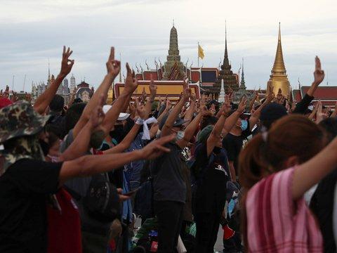 Протестующие в Таиланде призывают к реформе монархии и всеобщей забастовке