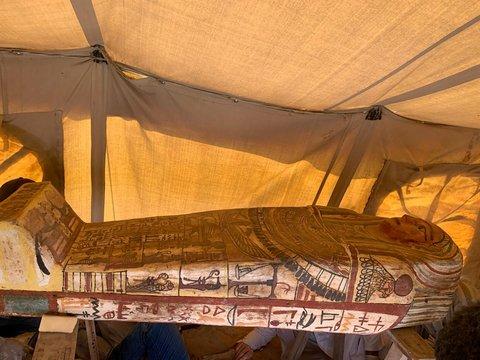 В Египте археологи нашли 27 неразграбленных древних гробниц (фото)