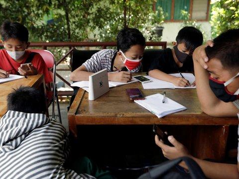 В Индонезии ученики сдают мусор, чтобы получить доступ в интернет