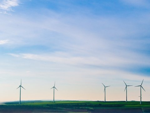 Крошечный ветряк может вырабатывать энергию, если просто помахать рукой