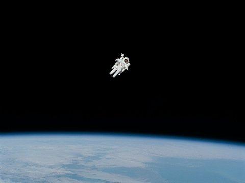 В космосе заканчивается место. Всё из-за мусора и Илона Маска