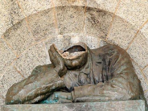 """Британским музеям запретят потакать активистам и убирать """"оскорбительные"""" статуи"""