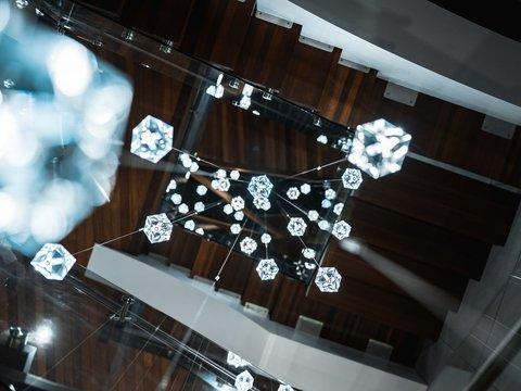 Забудьте об алмазных шахтах. Драгоценные камни будут добывать из воздуха