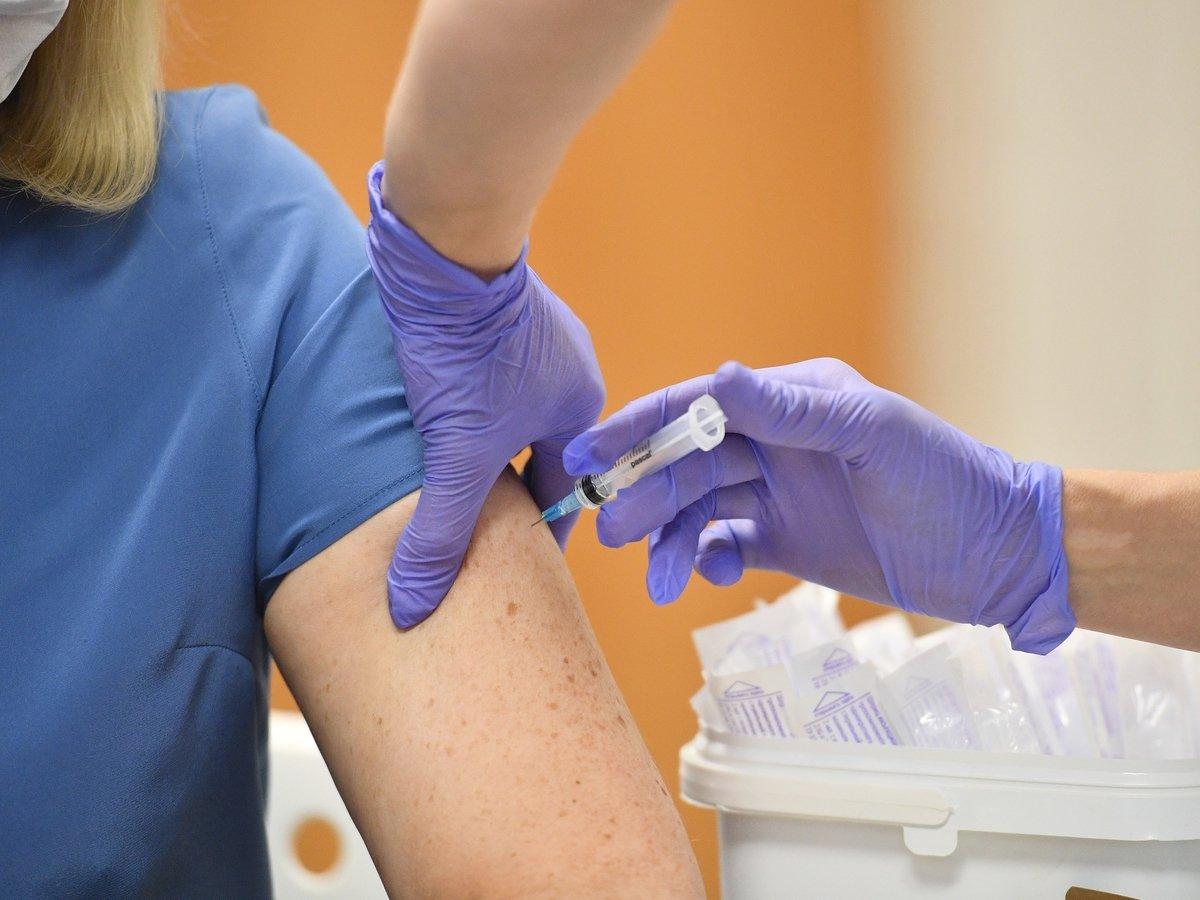Хотите пройти вакцинацию от COVID-19? Кому можно, а кому нельзя?