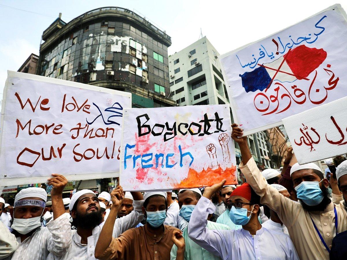 Со своим самоваром: мусульмане Франции ставят шариат выше конституции