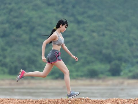 Сколько нужно заниматься спортом, чтобы компенсировать целый день без движения?