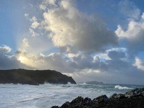 """В Европу пришёл ураган """"Белла"""": ливни, снегопады и ветер до 175 км/ч (видео)"""