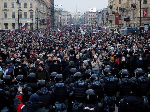 Массовые акции в поддержку Навального: как это было