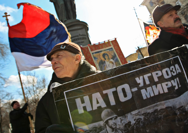 Митинг против расширения НАТО и независимости Косово