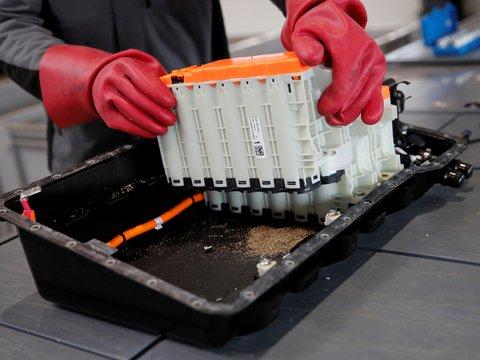 Как утилизируют аккумуляторы электромобилей?