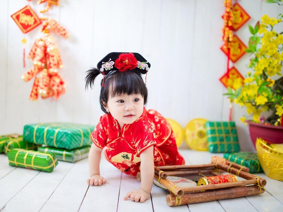 """Больше китайцев: """"одна семья — 3 детей"""""""