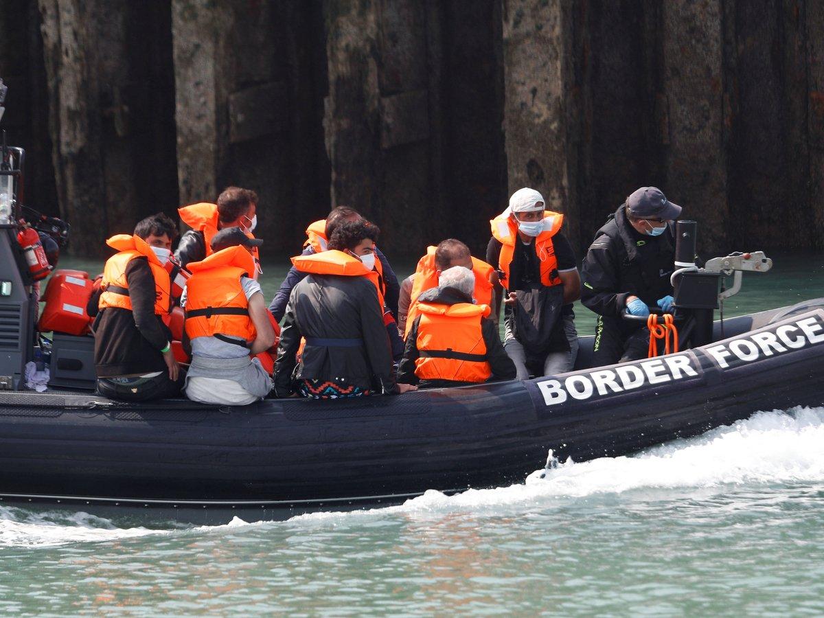 Наплыв через Ла-Манш: TikTok и ковид осложняют жизнь британским пограничникам