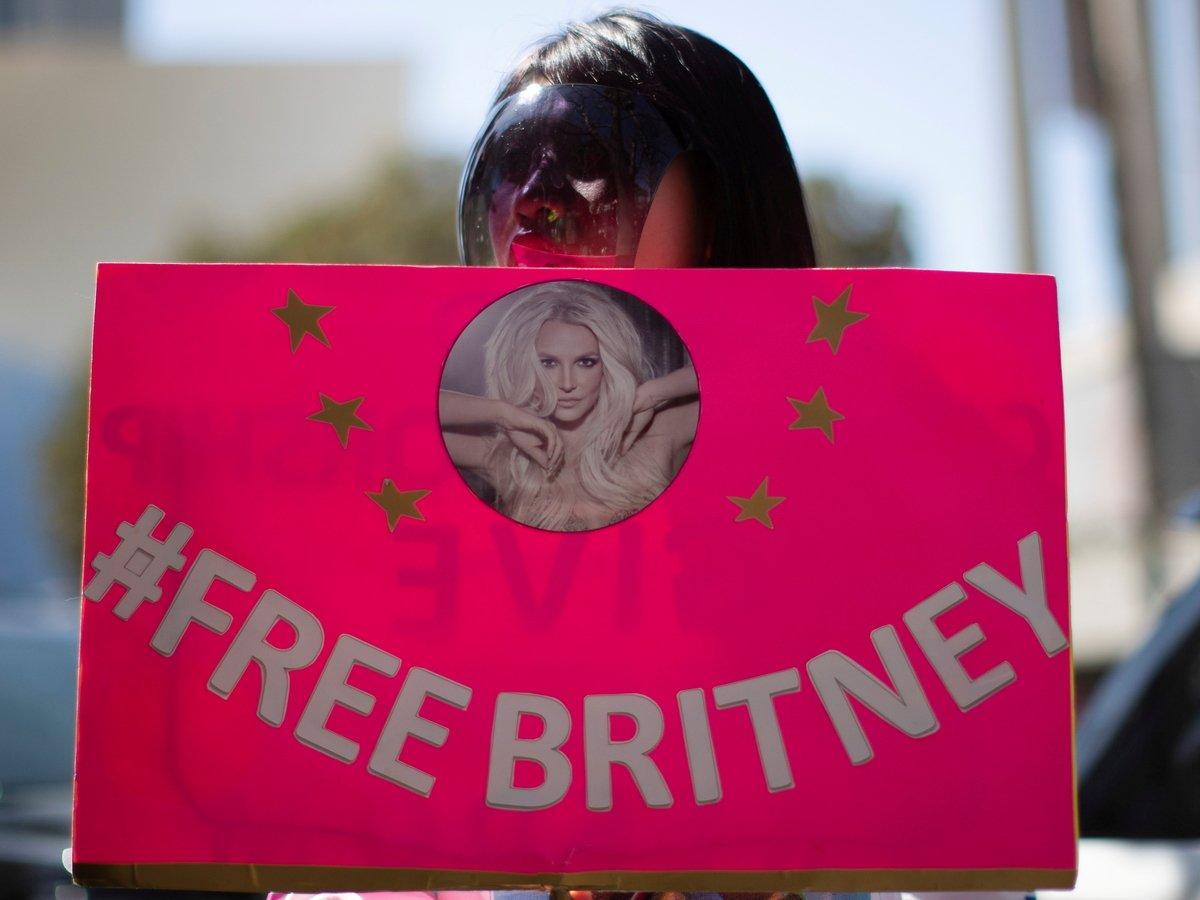 """""""Я заслужила право жить"""": Бритни Спирс рассказала о """"рабстве"""" под опекой отца"""