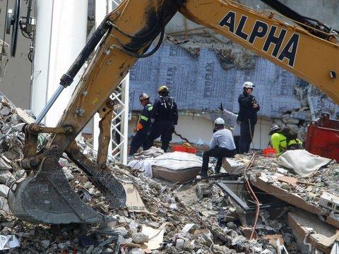 В США 150 человек числятся пропавшими после обрушения дома. Погибли 11 человек