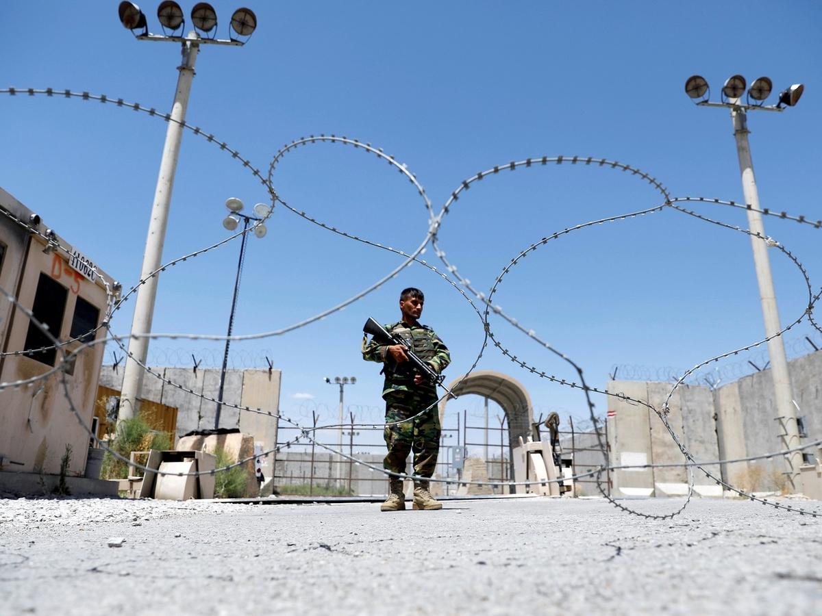 США уходят — талибы наступают. Что происходит в Афганистане?