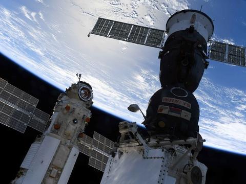 МКС дымит и разваливается: сколько ещё протянет станция, и что будет дальше?